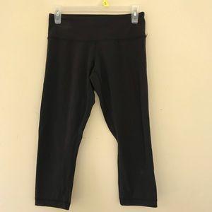 Lululemon Size 6 Cropped Leggings Black